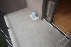 Плитка на полу балкона