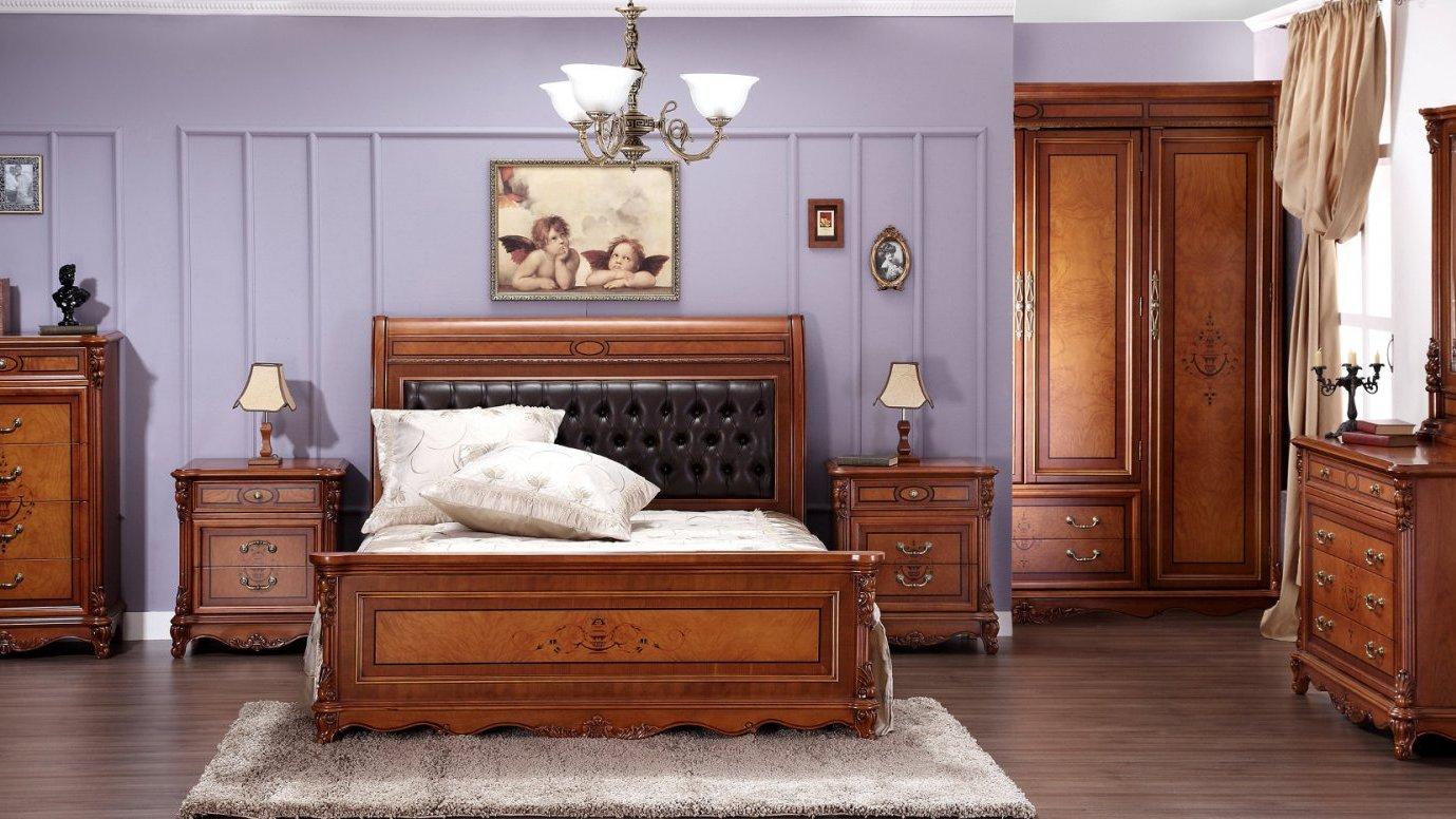 Деревянная мебель выглядит презентабельно и дорого